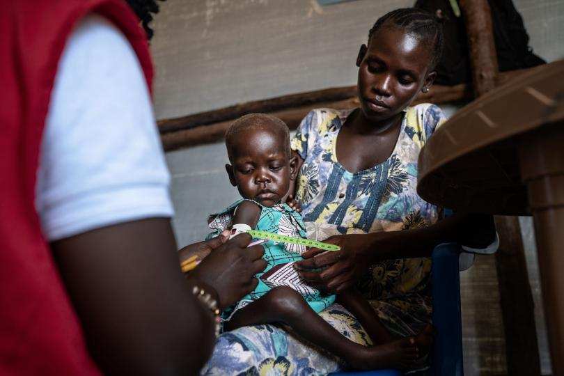A healthy Phoebe receives a check-up. Frederik Lerneryd / Save the Children