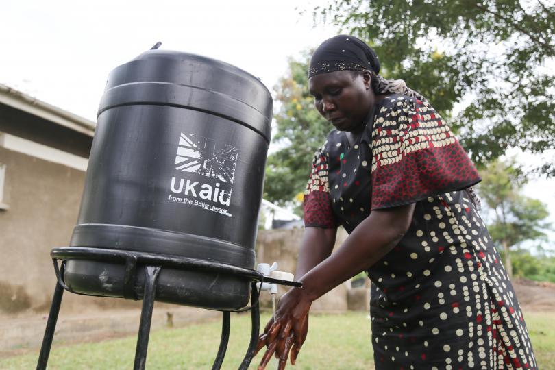 Rashida demonstrates good handwashing techniques. Alun McDonald / Save the Children