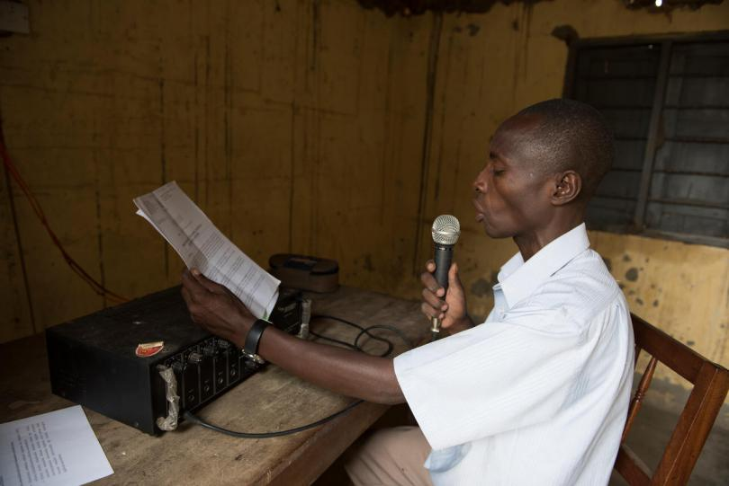Community radio in Karusandara. Hannah Maule-Ffinch / Save the Children