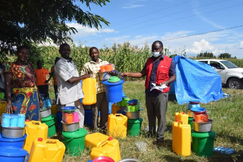 Save the Children teams distribute jerry cans for flood affected families