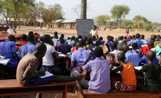 Children learn outdoors in Palorinya refugee settlement. Alun McDonald / Save the Children