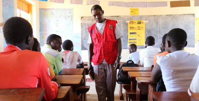 Teacher David Elias in class. Alun McDonald / Save the Children