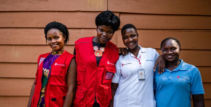 Jimiah (far left) and other midwives at Ayivu. Frederik Lerneryd / Save the Children