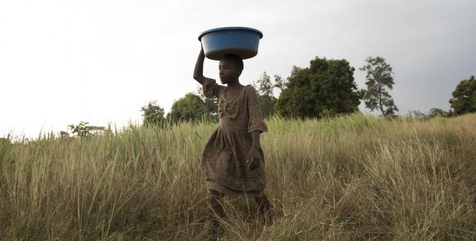 Young girl in western Uganda. Hannah Maule-Ffinch / Save the Children