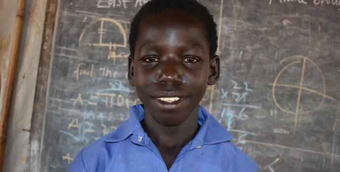 Amos at school. Jamusi Kisyenene / Save the Children