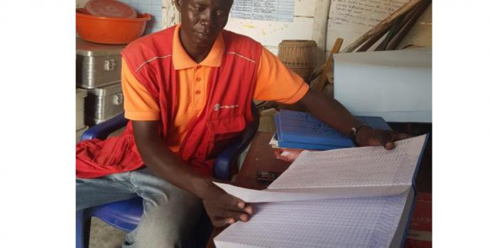 Peter at work at the centre. Mohamed Matovu / Save the Children