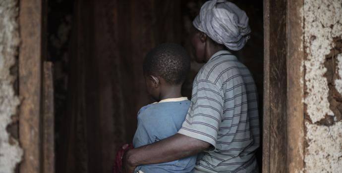 A young girl and her mother in western Uganda. Frederik Lerneryd / Save the Children