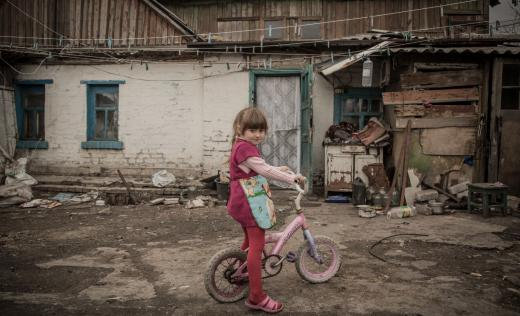 Olha* at home. Credits: Simon Edmunds/Save the Children